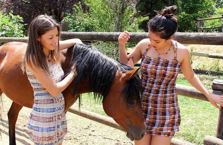 Abbigliamento etnico in puro cotone perfetto per la tua estate #abbigliamento #etnico #estivo #colori  #vestito #estate #2017 #moda #donna #cavallo #horse #animali www.lamamita.it