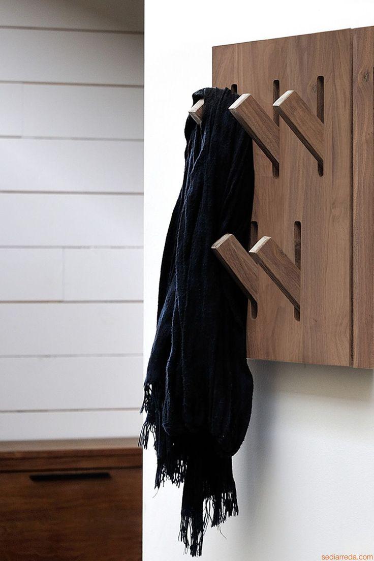 Utilitle-H | Appendiabiti da parete con ganci a scomparsa, in legno di noce Canaletto