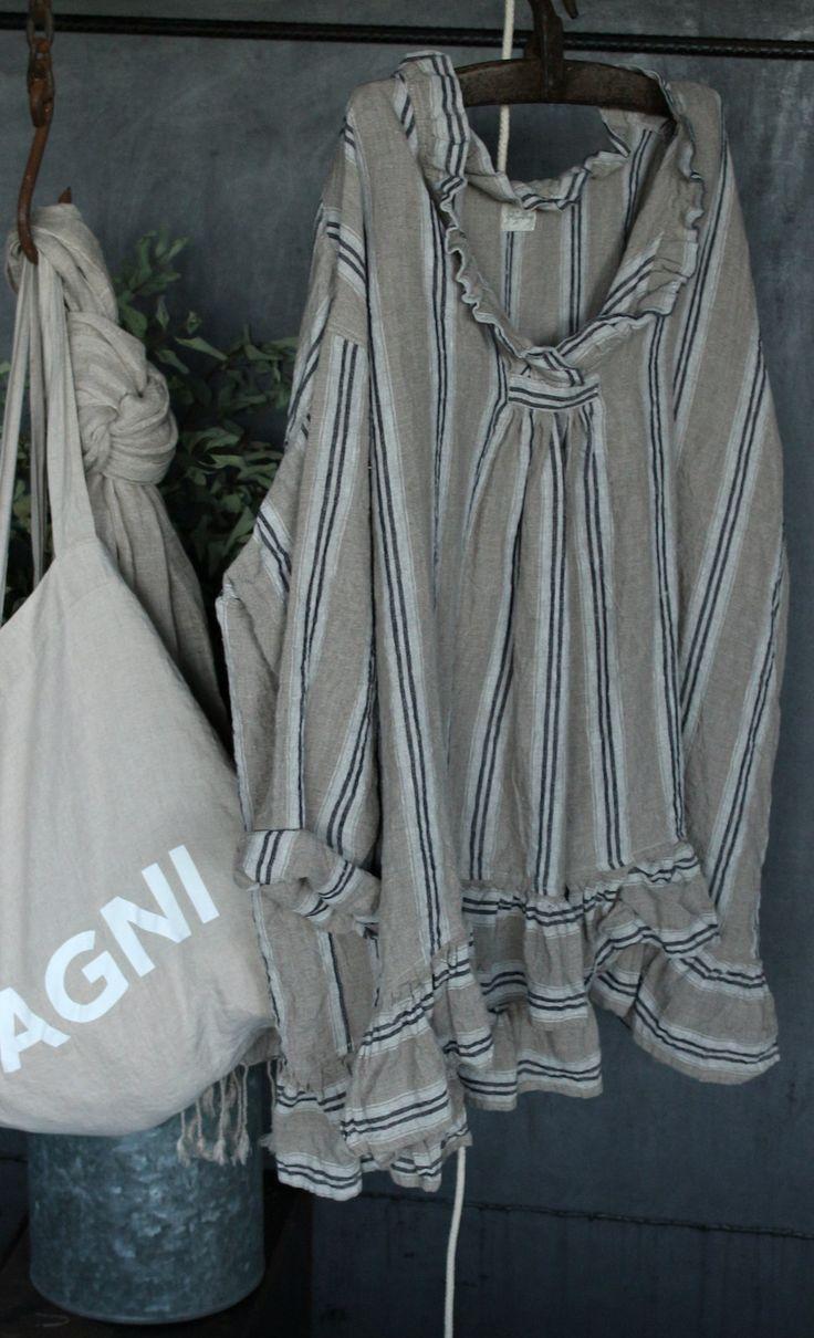 Head-over-heels for this cute Linen Shirt MegbyDesign⭐️