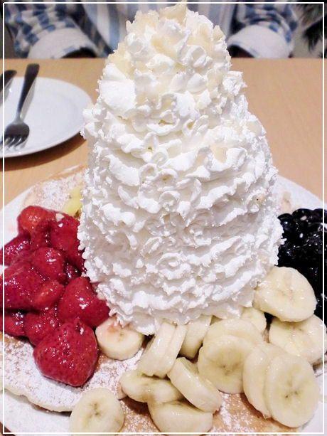 【エッグスンシングス】大阪 心斎橋 ★パンケーキフルーツ全部のせ 山盛りのホイップだけど、イケちゃう💛