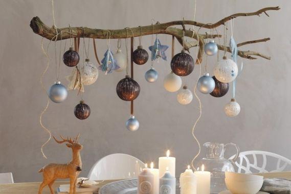 #Kerststyling Tip: Hang een mooie tak aan je plafond en decoreer 'm met je mooiste verzameling kerstballen, via woonstijl