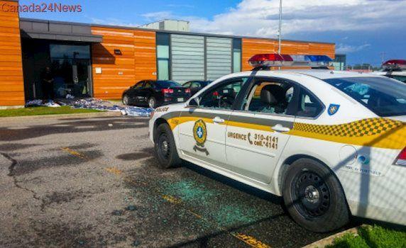 Machete-wielding man shot dead at Sûreté du Québec station