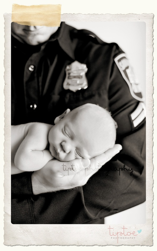 police officer with newborn   Photo by: Tiptoe Photography
