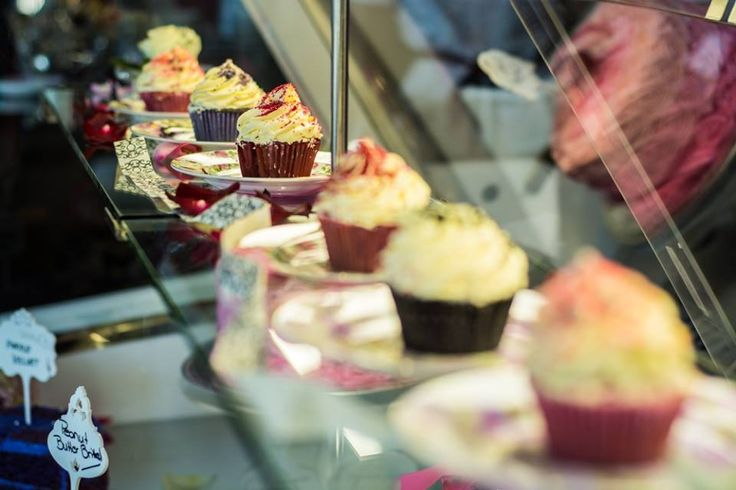 Have the sweetest Friday ever, dear friends!  #cupcakesforever #happyweekend