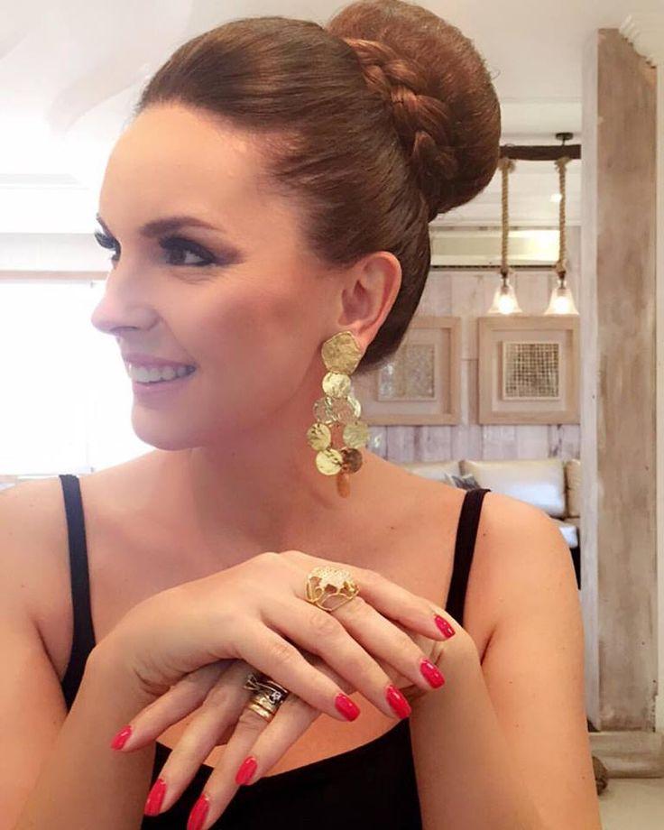 Elisabete #glamyourimage  wearing  @mariajoaobahia #authorjewelry   'elegance is an attitude'  #joiasdeautor #30anniversarymariajoaobahia #DJWE16