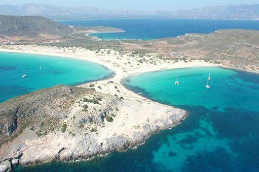 Het verborgen #eiland #Elafonisos. Dit de ultieme #reisbestemming voor een #relaxvakantie, omdat dit #paradijs nog onbekend is voor de massa en dus onaangeroerd. #reizen #travelbird #water #kust #strand #Griekenland