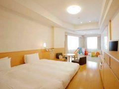 ディズニーランド周辺で家族連れにオススメなホテルがホテル エミオン 東京ベイ 衛生面安全面に優れたキッズプレジャールームがあるから小さい子どもがいても安心 全室角の丸い家具を配置する気配りもうれしいですね 東京ディズニーリゾートのパートナーホテルだから無料シャトルバスがあって便利です tags[千葉県]