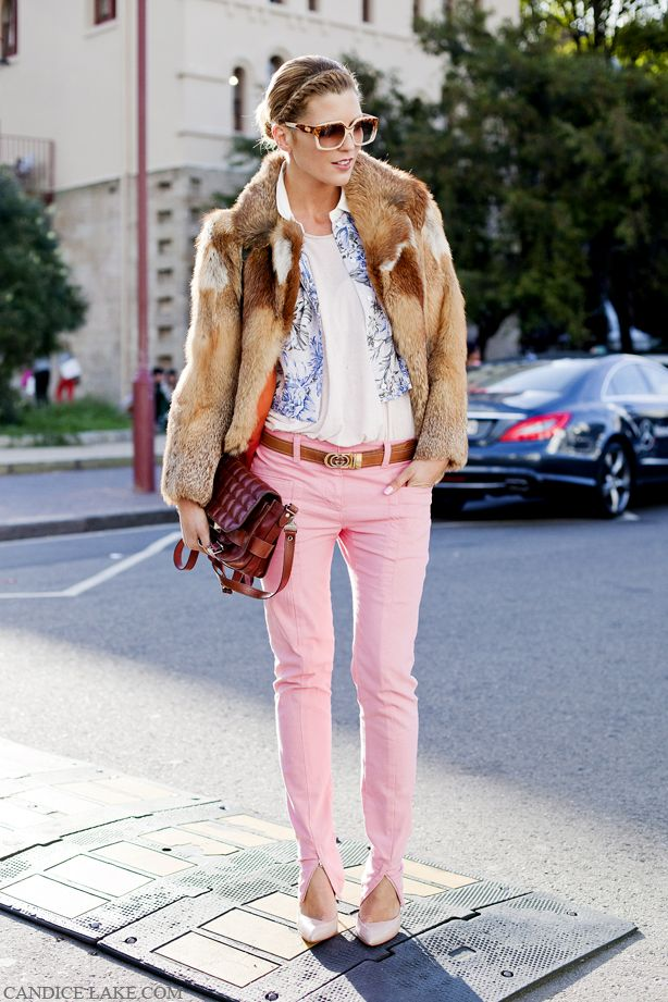 love thisFashion Outfit, Fashion Weeks, Woman Fashion, Fashion Clothing, Plays Dresses, Pink Pants, Street Style, Pink Jeans