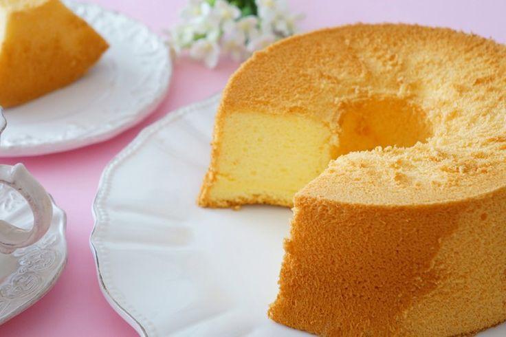 La chiffon cake all'arancia è un dolce soffice, morbidissimo e profumato. Ecco la ricetta ed alcuni suggerimenti