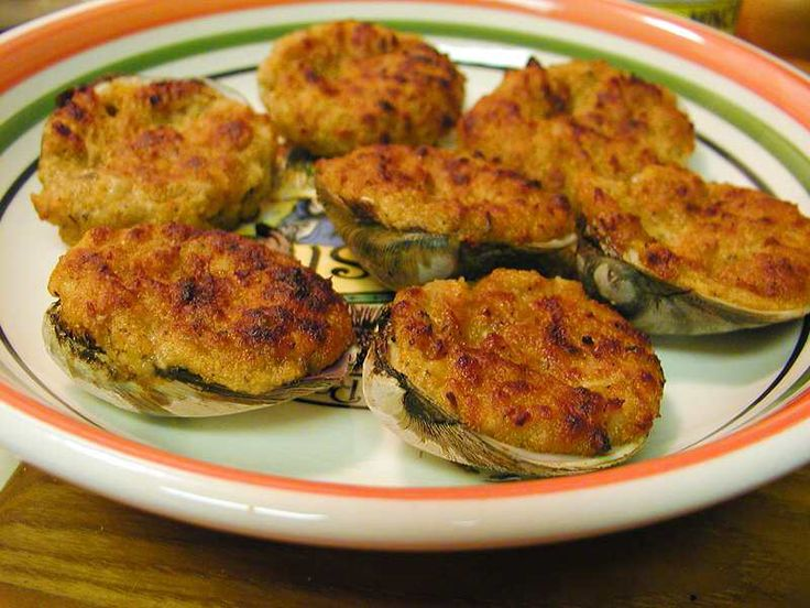 Image from http://www.narragansettbeer.com/wp-content/uploads/2012/02/stuffed-clams.jpg.