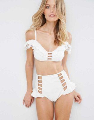 ASOS - Bikini en néoprène avec volants à croisillons et empiècement en tulle à pois style Bardot