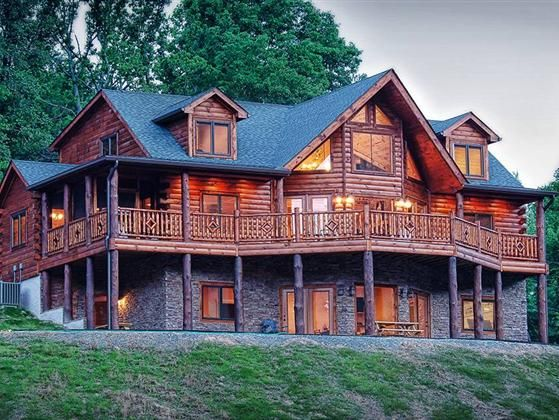Picturesque custom log home with majestic views si…