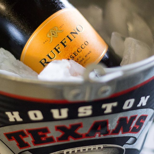 New blog post! Raising the Game by Guest Blogger Tracy @texanstracy #blogger #houstonblogger #redshoesredwine #blog #upontheblog #newpost #igdaily #lifestyleblogger #foodphotography #guestblogger #houstontexans #texans #texan #houston #houstontx #houstontexas #houston_insta #htown #photography #instadaily #nfl #football #nflfootball #gotexans #partyplanning #ruffino #wine #chili #anygivensunday #dothething