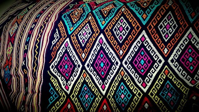 KAIN TENUN Timor - motif Buna - Tenun Timor Inspirasi Busana Anda