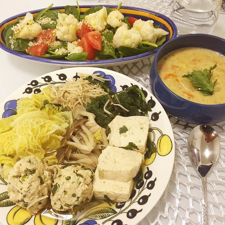 Today's dinner: minced chicken breast meatball tofu shimeji mushroom broth stew green salad and clam chowder(left over from yesterday)  今日の夕食 チキン胸肉のすり身のミートボールお豆腐シメジのあっさり煮サラダクラムチャウダー  #homecooking #healthyfood #healthyeating #healthychoice  #enjoylife #cleaneating #foodie  #dinner  #diet  #healthyfoodie #healthyfoodshare  #plantbaseddiet  #eatwell #lowcarb #clamchowder  #健康 #健康ごはん #健康食  #ニューヨーク #ニューヨークライフ  #お家ご飯 #お家ごはん  #ダイエット #晩御飯 by kanakanany