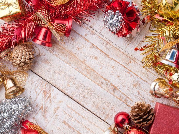 Скачать обои Шишки, Праздники, Шаблон, Шарики, мишура, Колокольчики, Новый Год, раздел новый год в разрешении 1024x768