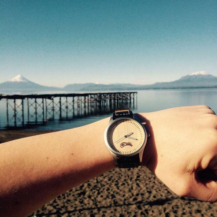 #castorwatches frente al volcán Osorno y Calbuco  . Foto gentileza de Christhofer Kuschel  . Envío gratis a todo #chile   http://ift.tt/1RZA1G6 whatsapp: 56994033705 #reloj #relojes #relojesdemadera #watches #watch #woodenwatches #volcanosorno #volcancalbuco