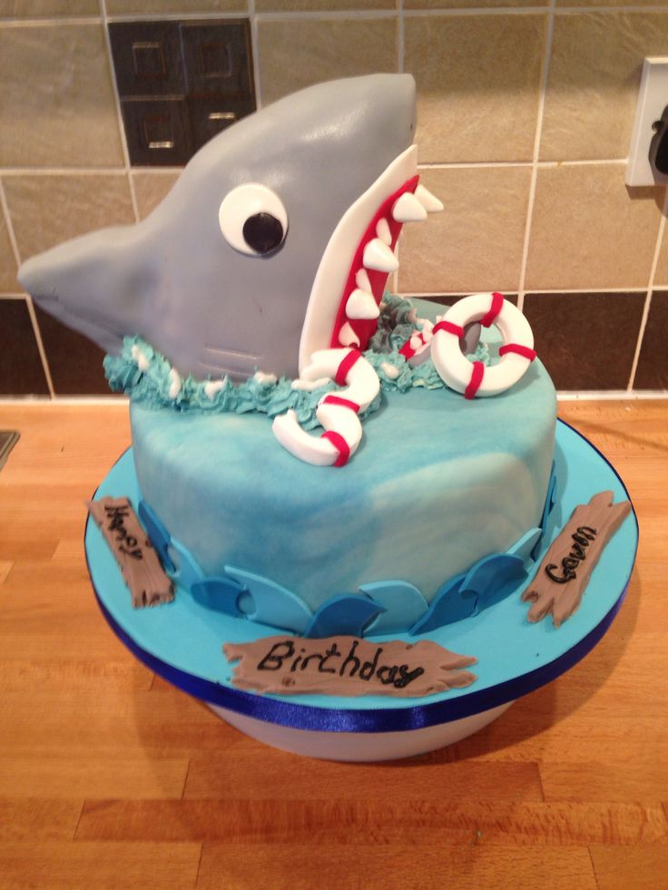 Cake Decorating Ideas Shark : 1000+ images about Shark cakes on Pinterest Cakes, San ...