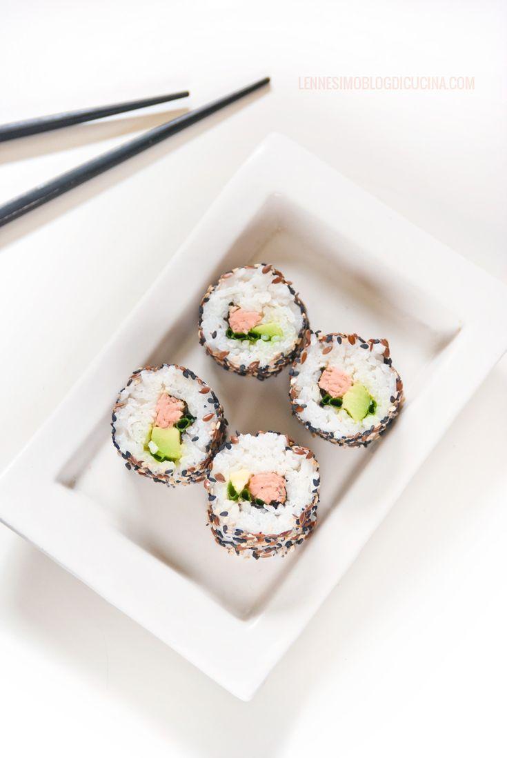 uramaki di trota salmonata e avocado (avocado & salmon trout uramaki) ©annafracassi
