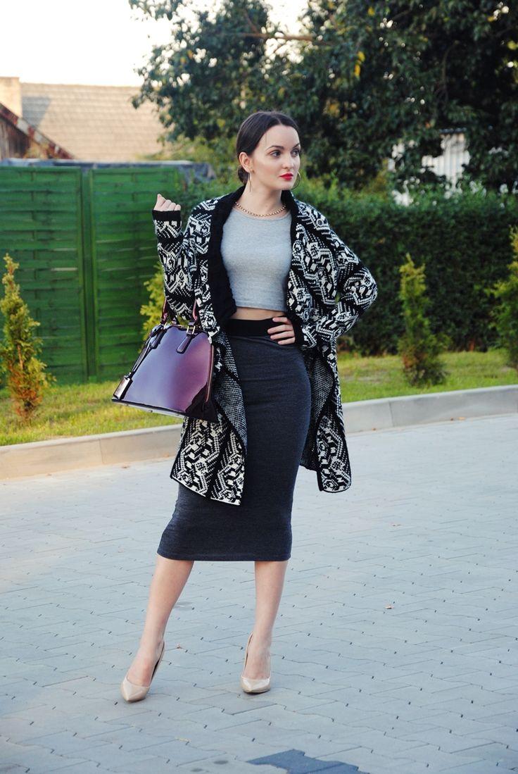 Dominika Krzyszkowska #deezee #heels #ccc #purse #sweater #classy #sexy #skirt #redlips