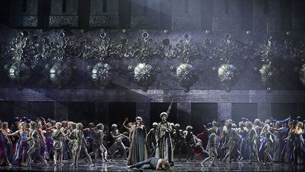 Daniela Barcellona (Dalila), Claudio Sgura (Il sommo sacerdote di Dagon), Gregory Kunde (Sansone) e il Coro del Teatro Regio