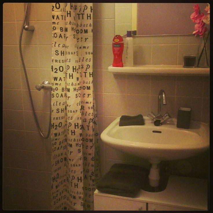 78 beste afbeeldingen over badkamer op pinterest toiletten duravit en moderne kleine badkamers - Behang voor toiletten ...