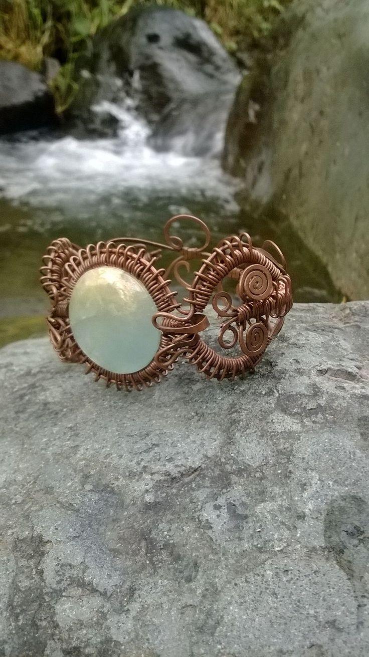 pulsera en cobre con piedra onix cielo