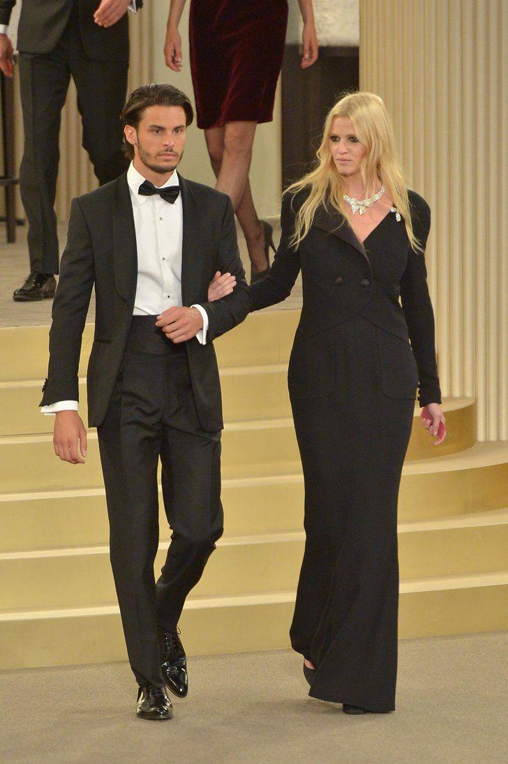 Pin for Later: Karl Lagerfeld Vous Souhaite la Bienvenue au Casino Chanel  Baptiste Giabiconi et Lara Stone