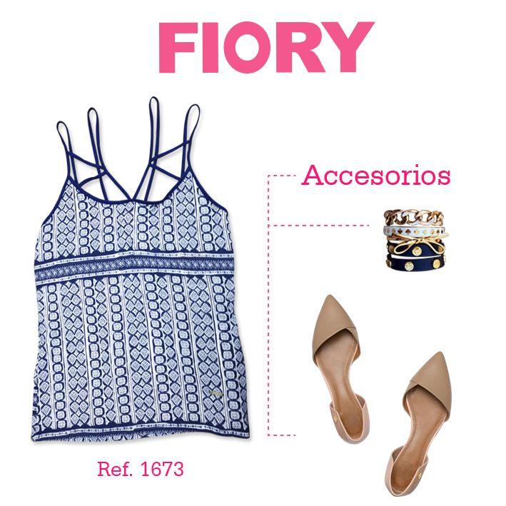 Esta blusa estampada, azul oscuro con sesgos, es perfecta para tu outfit de hoy martes. Acompáñala con unos lindos accesorios y listo!!!