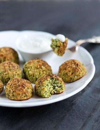 Brokolicové Kuličky - jednohubky -podávejte se svěžím jogurtovým dipem nebo jen tak jako jednohubky; Mona Martinů