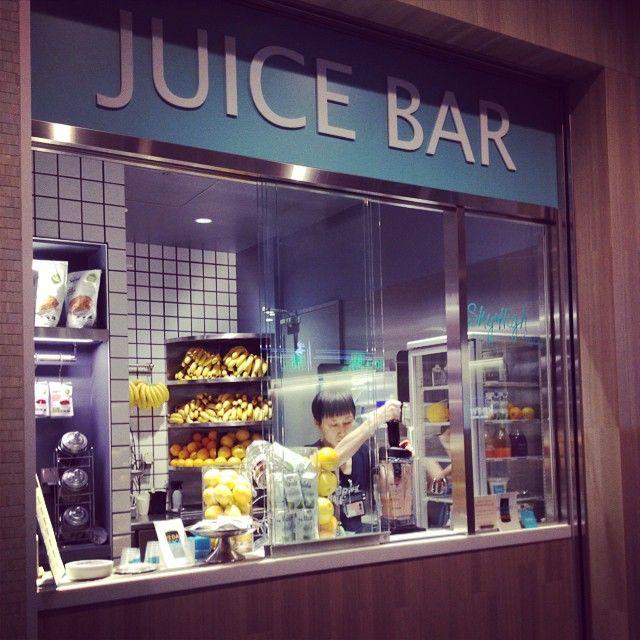 こんなとこでもSkyHigh発見!羽田空港です。うれし〜 #ジュースクレンズ  #skyhigh  #superfood  #スムージー #juice  #juicecleaese