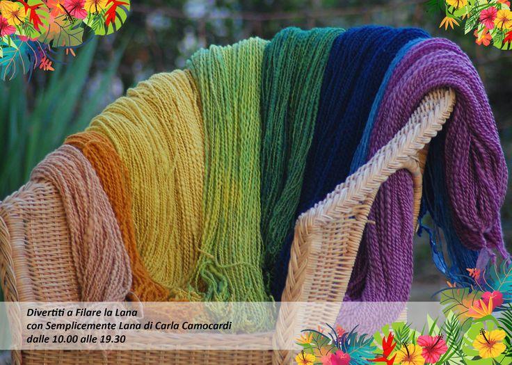 Hai mai visto come si fila la lana? Beh, se non vuoi perdertelo devi proprio venire a trovarci! Dimostrazione tutto il giorno, solo sabato 6 maggio con Carla Camocardi e Semplicemente lana qui al Bijou Market. Non perdere il filo, seguici! #knit #knitting #lana #tessendo