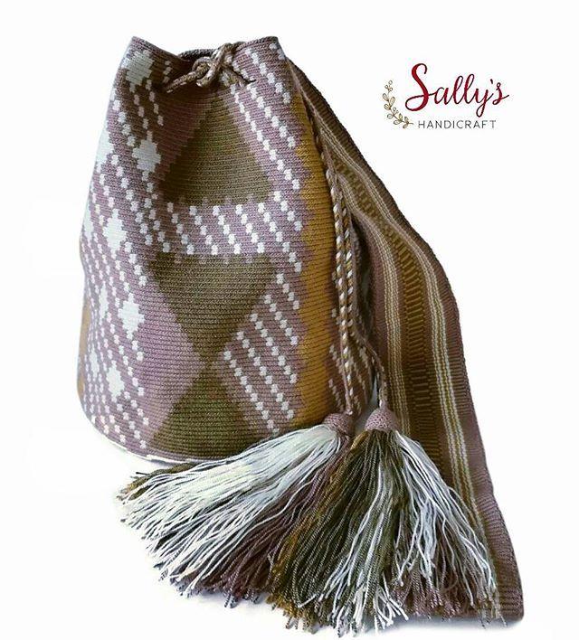 พร้อมส่งค่ะงานมูลนิธิค่ะ กระเป๋าวายูทอแท้คุณภาพสูงจากช่างทอฝีมือดีเยี่ยมระดับประเทศ single thread + bell ค่ะ ดูสินค้าได้ที่# 👇👇👇 #sallywayuucolours #sallywayuucrossbody  Contact Sally via Line id: sallyshandicraft *สีและแสงอาจจะเปลี่ยนแปลง+/-ขึ้นอยู่กับการถ่ายภาพและการตั้งค่าความสว่างหน้าจอรับภาพของแต่ละเครื่องที่รับนะคะ Shading and colours may vary. 💯%#ขายแต่ของแท้ทอวายูเท่านั้น 🌵#แบบและลายดั้งเดิมจากชาววายูla guajira 🌴รูปถ่ายจากสินค้าจริงมีของพร้อมส่ง 🌺#ไม่ผลิตลายซ้ำ ทำเลียนแบบ…