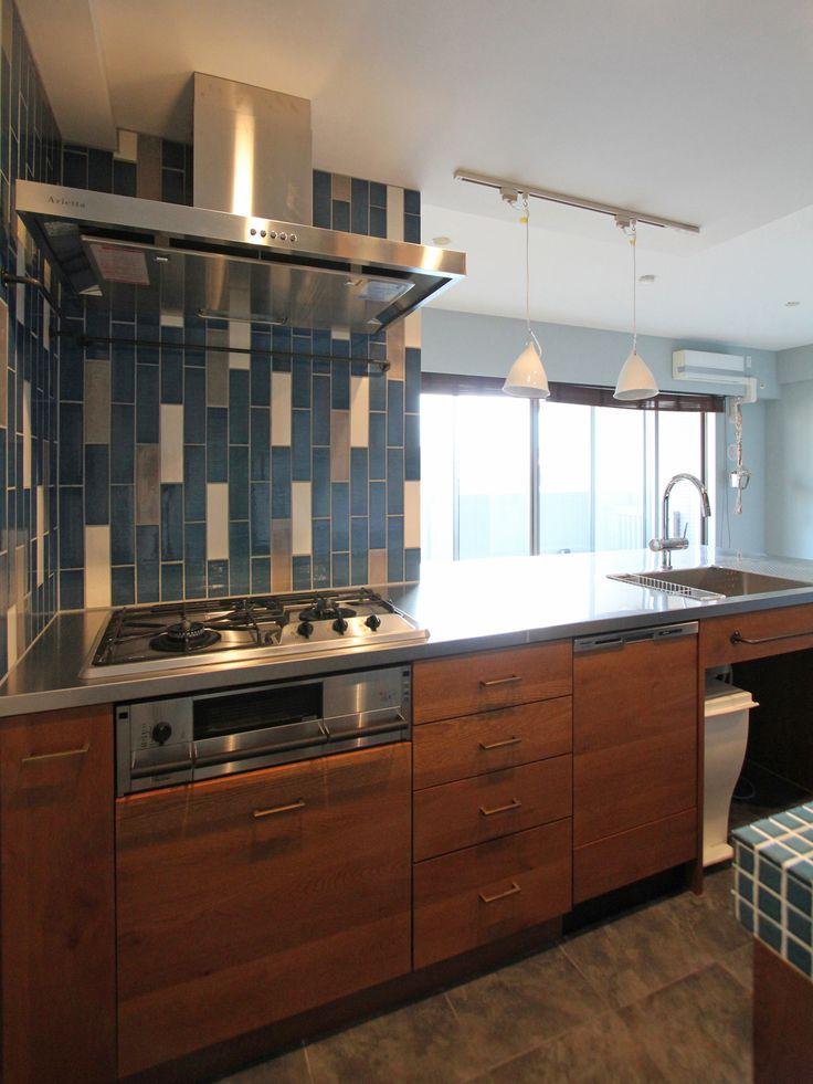 KITCHEN/counter/tile/pantry/キッチン/タイル/パントリー/食器棚/カウンター/収納/黒板塗装/フィールドガレージ/リノベーション/FieldGarage INC.