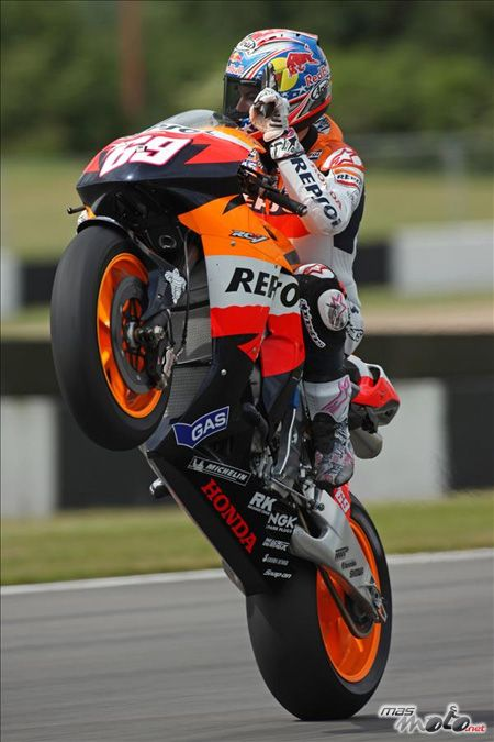 2006 Nicky Hayden. He's got definitly the best wheely's ever!