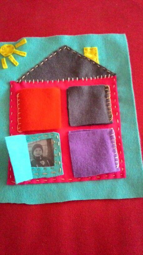 Quiet book, domov a fotky rodiny za oknem