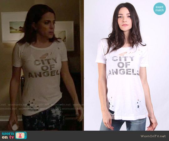 Jo's City of Angels tee on Girlfriends Guide to Divorce.  Outfit Details: https://wornontv.net/56411/ #GG2D