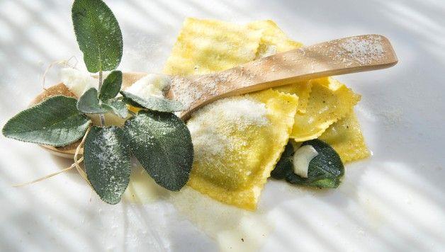 Ravioli al radicchio e mascarpone http://www.stilefemminile.it/ravioli-al-radicchio-e-mascarpone/