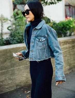 """Raccourcir sa veste en jean : le DIY """"Vêtements"""" du moment (photo Vogue Espagne)"""