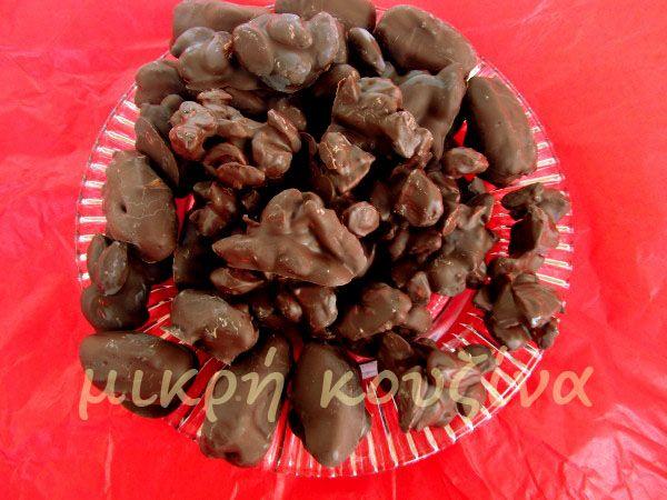 μικρή κουζίνα: Νηστίσιμα σοκολατάκια με ξηρούς καρπούς ή αποξηραμ...