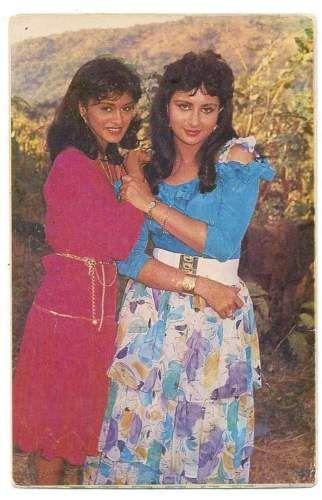 Bollywood-actresses-Poonam-Dhillon-amp-Pallavi-Joshi-Rare-postcard-post-card