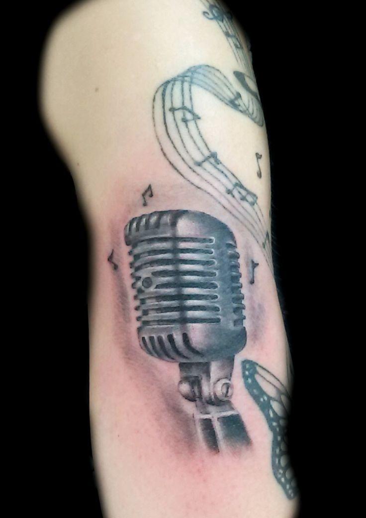 www.valestattoo.com #valestattoo #tattoo #tattooed #tatauggio #microfono #anni50 #blackandgrey #blackandgreytattoo #pantheraink #pantherainktattoo #pantherablackink #tattooart #tattooartist #tattooartistitaly #tattoomadeinitaly #photooftheday #bestoftheday #love #musica #music