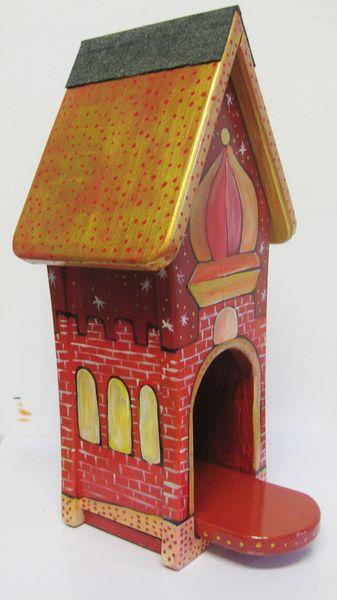 Nistkästen & Vogelhäuser - Vogelhäuschen - Futterhaus - goldenes Dach - ein Designerstück von personalisiertes bei DaWanda