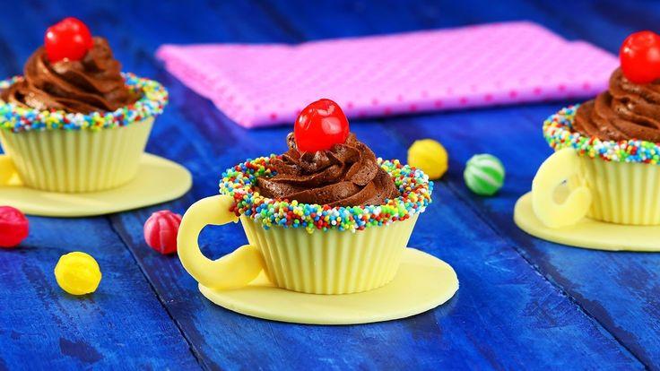 So irre wie die Teeparty in Alice' Wunderland: Schokoladen-Tassen mit Mo...
