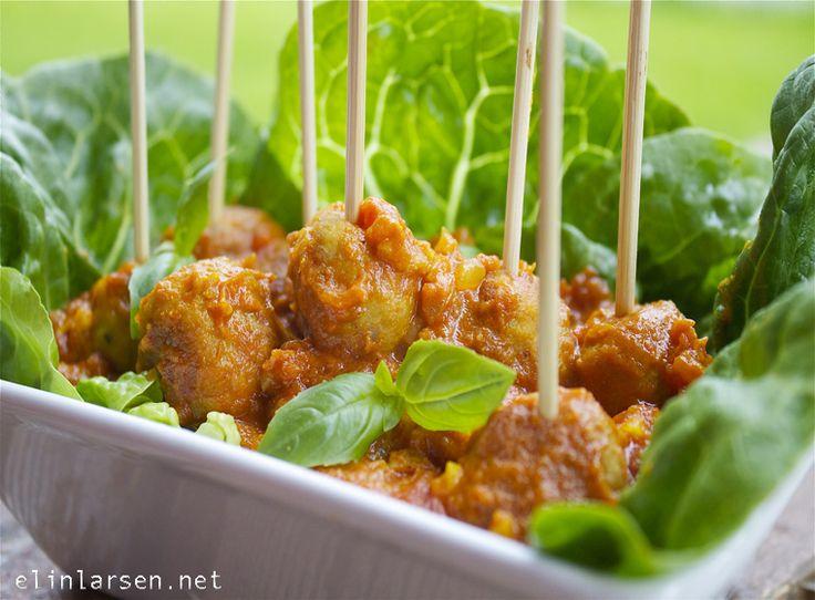 Kyllingtapasboller i indisk tomat- currysaus.