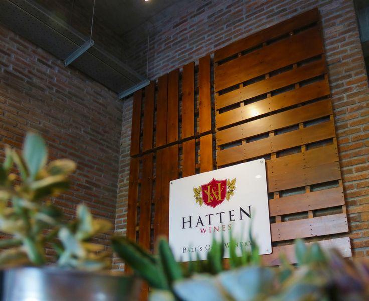 Hatten Wines reception logo on palettes