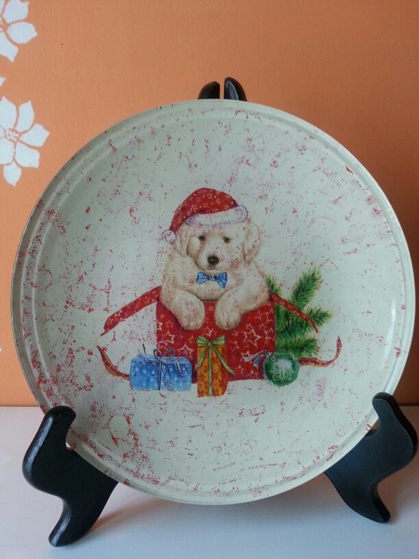 Piatto natalizio con cagnolino e doni
