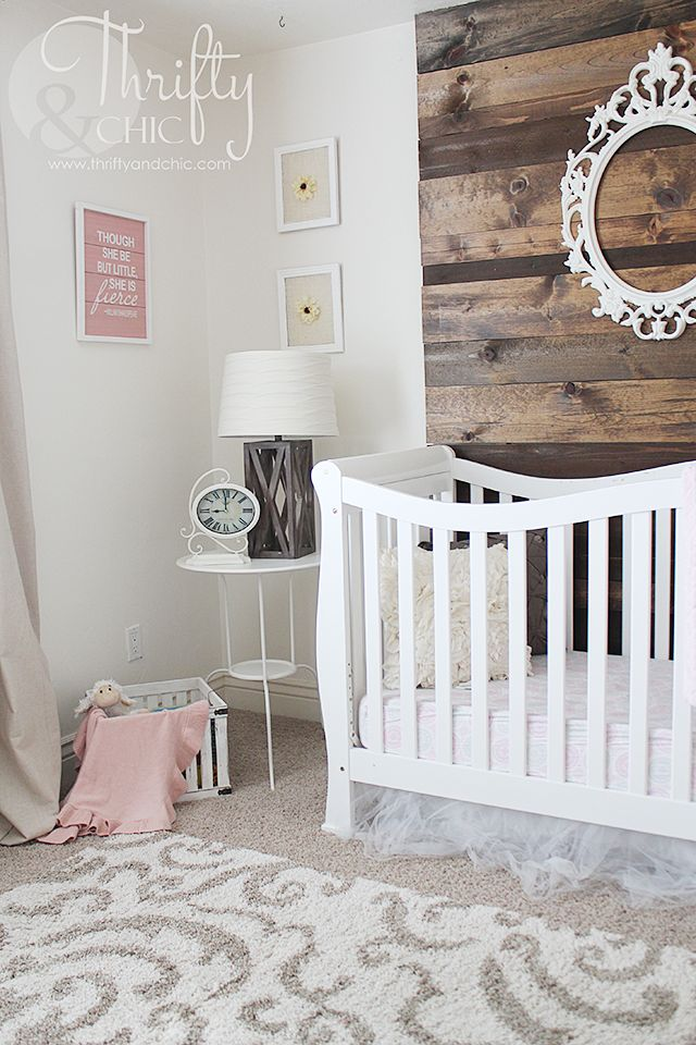 Girls nursery decor and decorating ideas. Perfect for a neutral nursery! Liapela.com