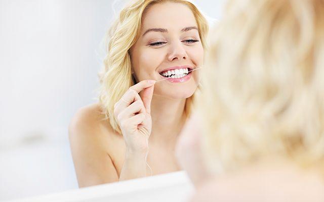 (copyright: Veer) Ja, je kunt je ochtendroutine gerust inkorten en er nog even stralend uitzien. Héél handig met het oog op minder badkamertijd en meer slaaptijd! Je leest hieronder 15 tips om 's ochtends sneller de deur uit te kunnen. …