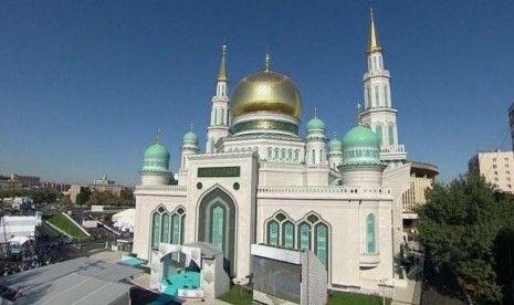 Masjid Agung Moskow atau Moskovskiy Soborniy Mecet merupakan masjid terbesar di Rusia.